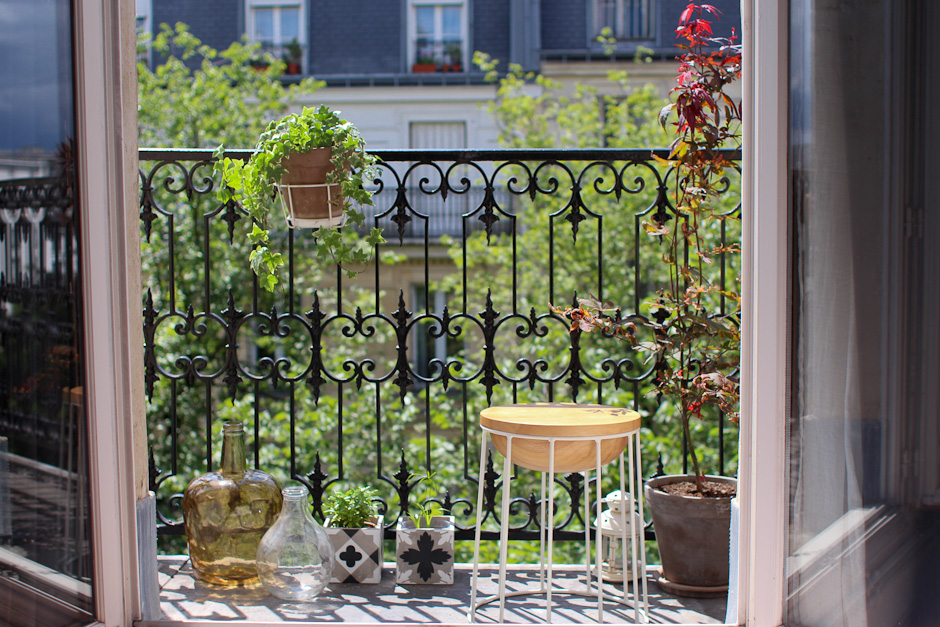 L t sur le balcon morning by foley for Balcons et terrasses de paris